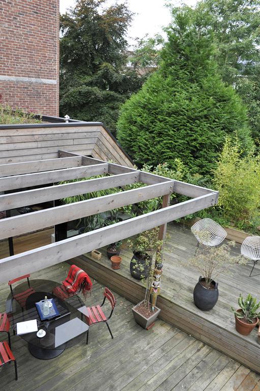 573722-terrasse-design-et-contemporaine-terrasse-avec-pergola-en.jpg