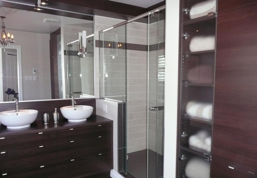 Salle de bain avec meuble double vasque en bois monique b - Salle de bain ancienne bois ...