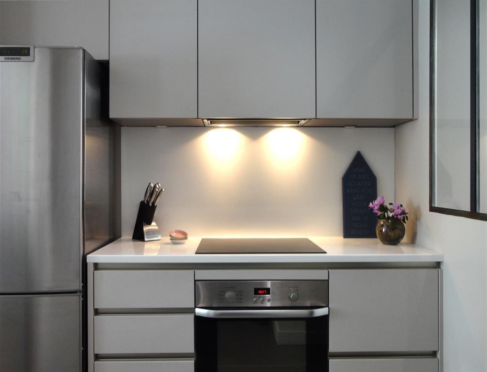 cuisine moderne chic avec des id es int ressantes pour la conception de la chambre. Black Bedroom Furniture Sets. Home Design Ideas