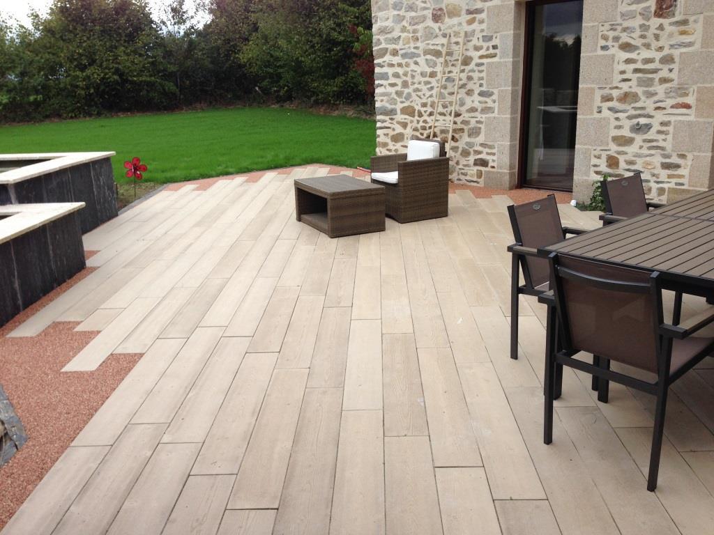 les lames de terrasse boib sont en b ton et imitent parfaitement le bois. Black Bedroom Furniture Sets. Home Design Ideas