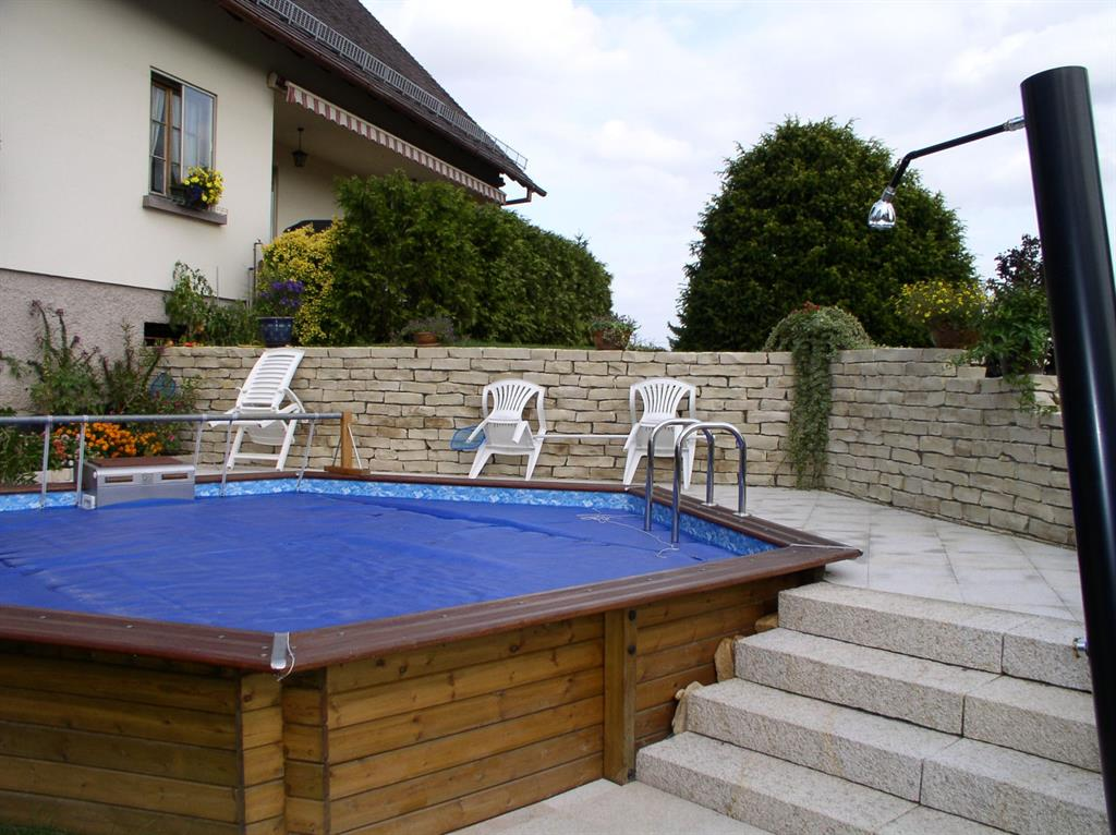 Plage et abords de piscine par agn s vermod for Piscine semi enterree bois hexagonale