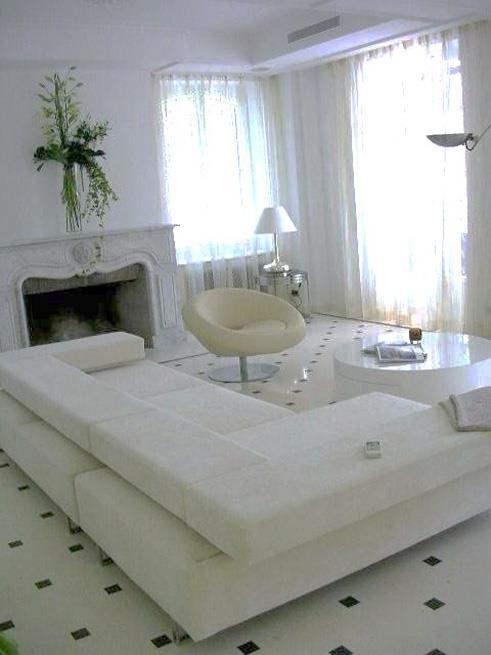 salon avec rideau blanc avec des id es int ressantes pour la conception de la chambre. Black Bedroom Furniture Sets. Home Design Ideas