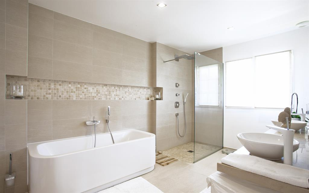 613626-salle-de-bain-design-et-contemporaine-salle-de-bain-avec.jpg
