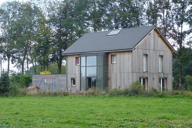 Maison en bois avec bow window sur le jardin atelier 970 for Bow window maison