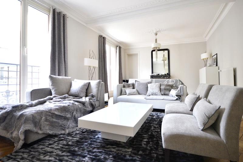Grand salon cosy blanc et gris severine ploquin photo n 83 - Salon moderne blanc ...