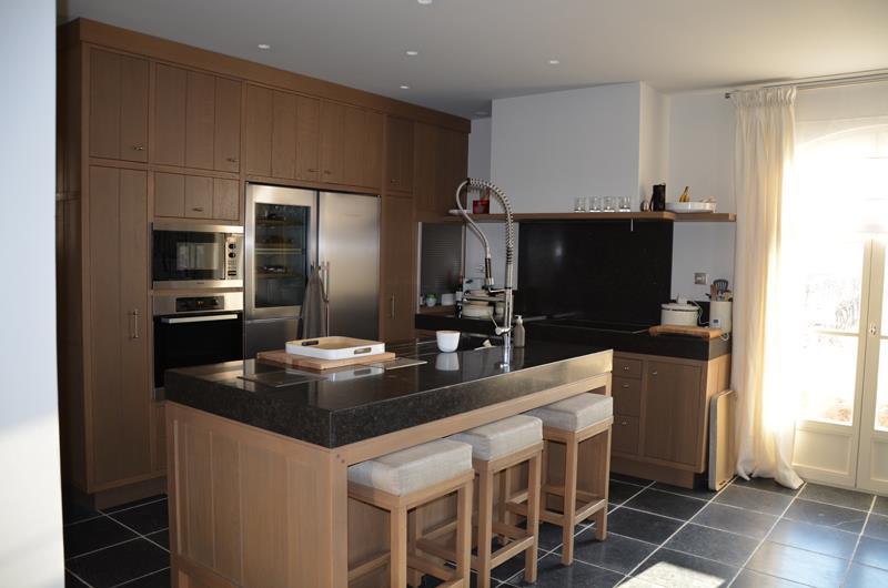 s0.domozoom.com/images/1/644754-cuisine-moderne-cuisine-en-bois-avec