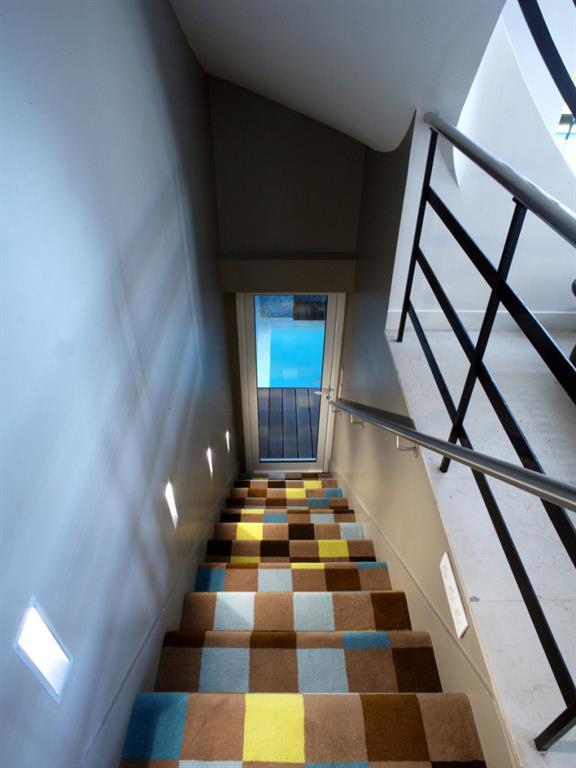 Escalier avec moquette carreau color garcin marty perrin for Moquette moderne