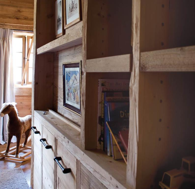 Bibliothèque en bois massif Chaletbau Matti photo n°18