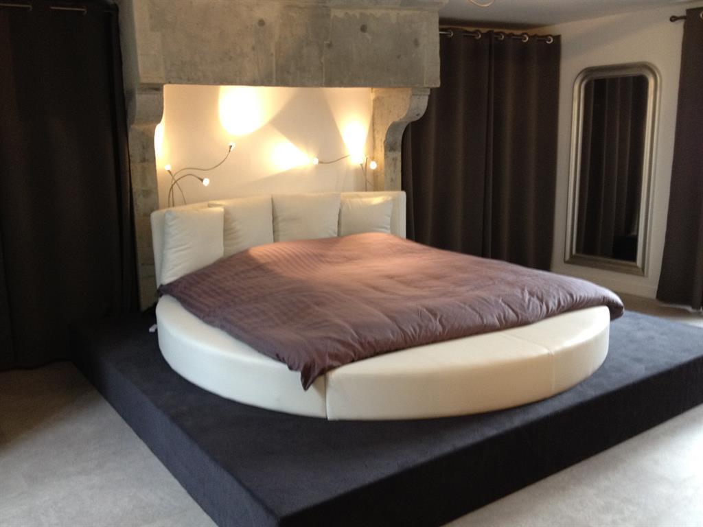 Transformation d'une cheminée en ciel de lit Décorateur Design