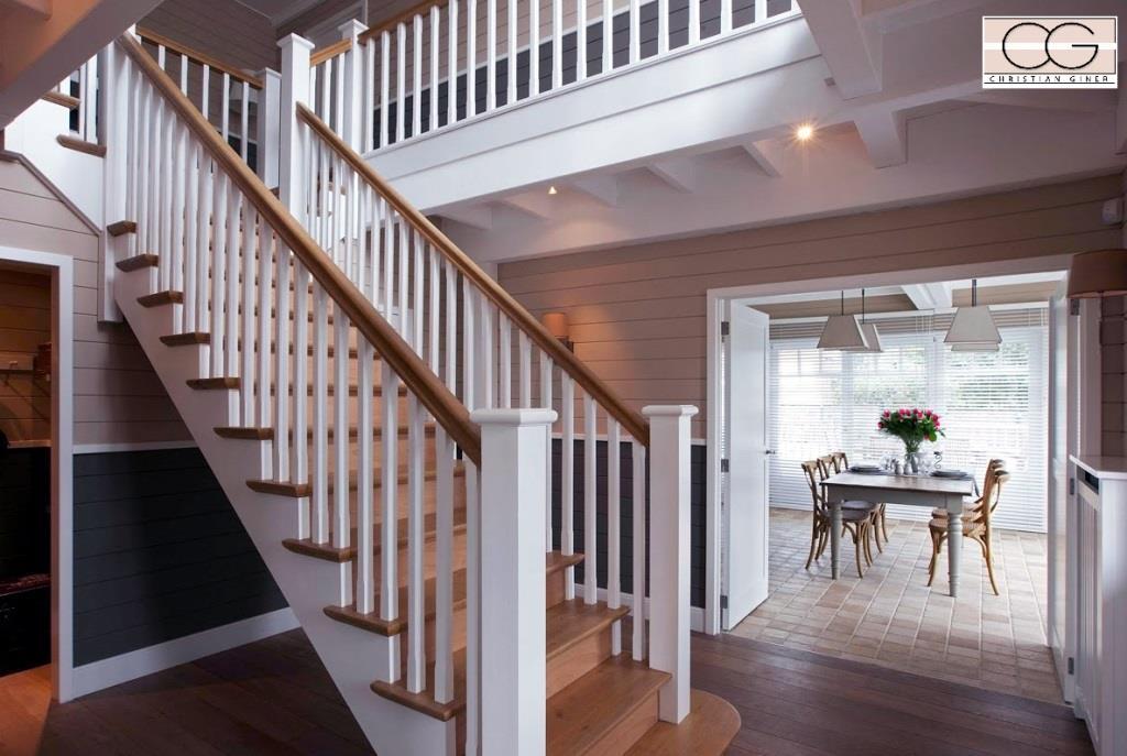 Escalier Bois Et Blanc : 669501-escalier-regional-et-traditionnel-escalier-droit-en-bois.jpg