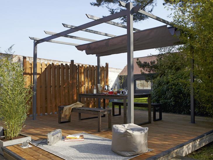 Terrasse couverte 12 solutions l g res pour se mettre for Tonnelle leroy merlin aluminium
