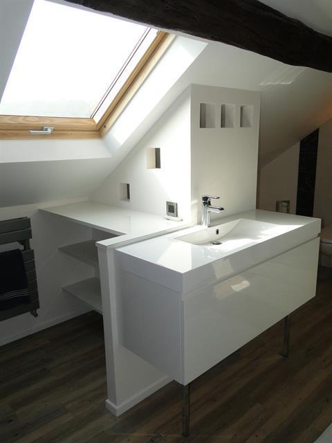 image salle de bain contemporaine sous combles conceptuance - Salle De Bain Combles