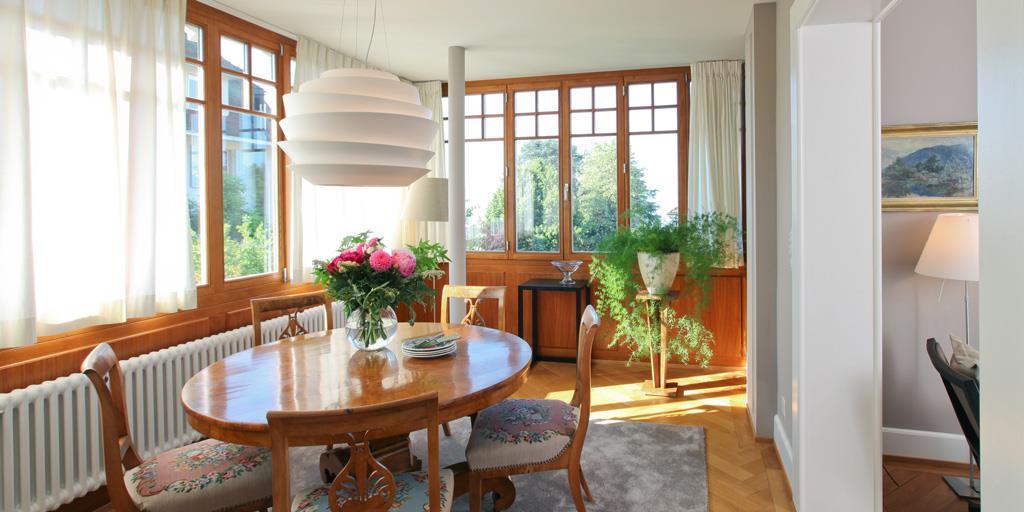 Salle manger avec table ronde ancienne en bois wm - Deco salle a manger ancienne ...
