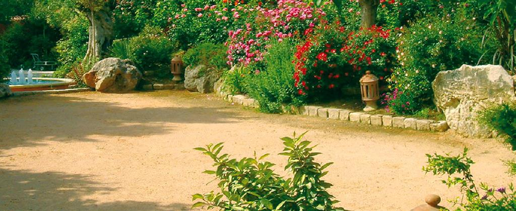 Jardin avec terrain de boules gardenia photo n 93 domozoom - Terrain de petanque dans son jardin ...