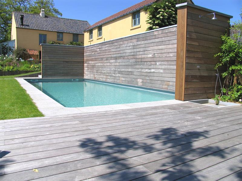Douche En Bois Pour Piscine : Image Piscine et douche sur terrasse en bois Thomas Van Eeckhout