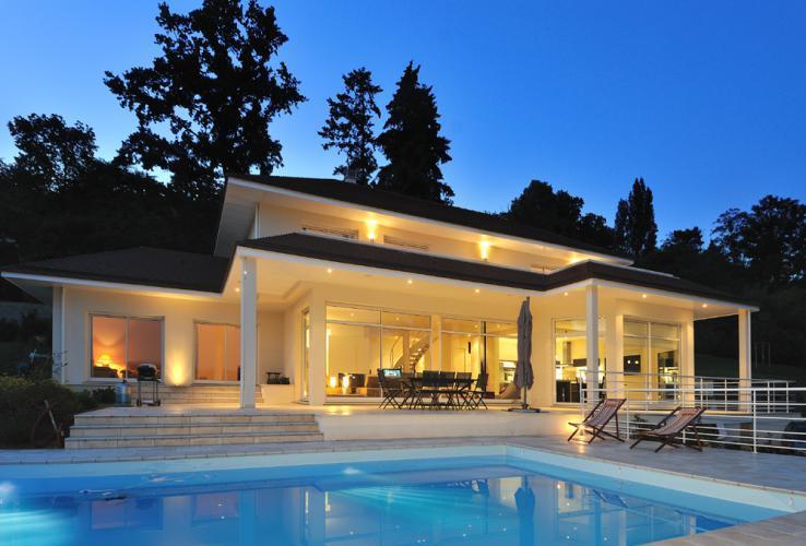 Villa avec piscine et terrasse abrit e philippe giorgi for Villa design avec piscine