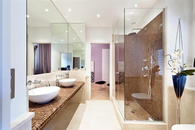 image salle de bain contemporaine blanche et lumineuse martine foubet - Salle De Bain Contemporaine Blanche