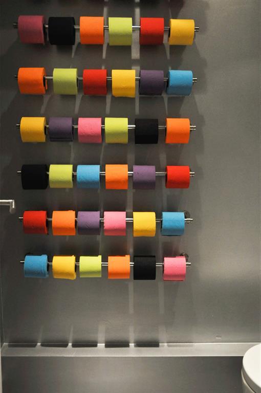 Image Décoration murale avec des rouleaux de papier de couleurs ...