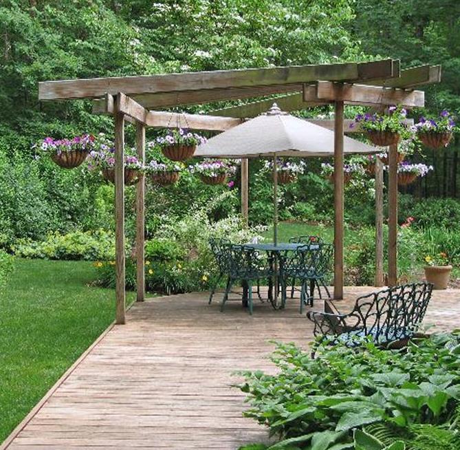 Terrasse Bois Avec Pergola En Bois Et Chaises En Fer Forg
