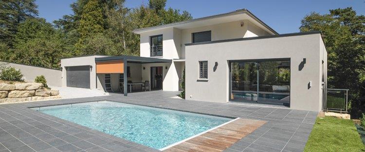 Image Maison à ossature bois contemporaine avec piscine et terrasse