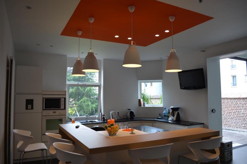 Cuisine ouverte avec ilot central carré So & Lo  Home