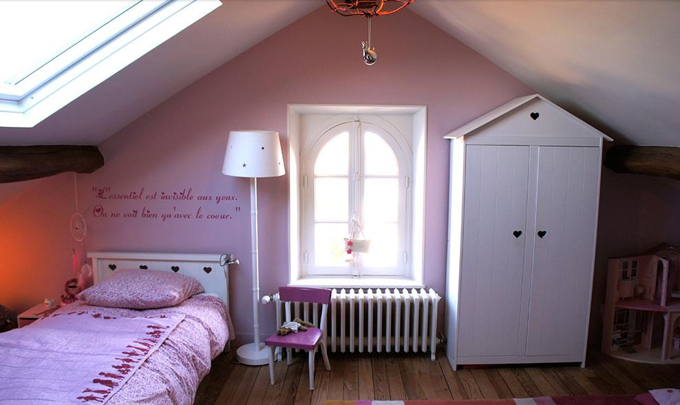 chambre romantique pour petite fille qui aime le rose. Black Bedroom Furniture Sets. Home Design Ideas