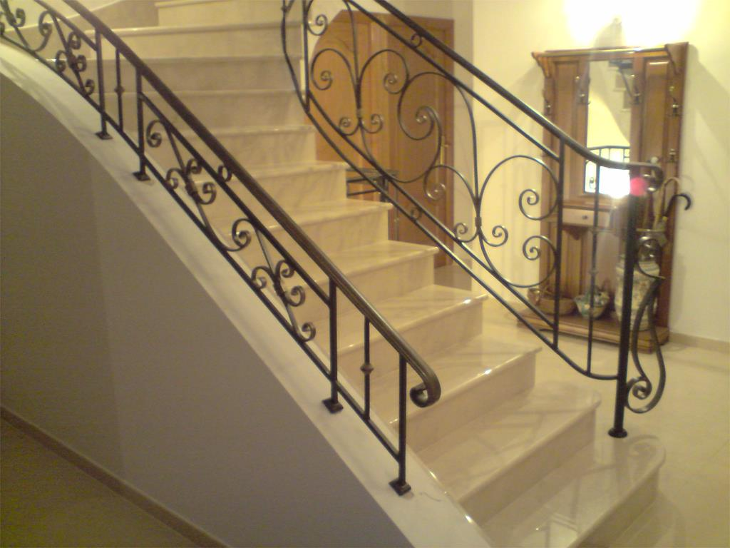 tapis escalier ikea good image ce grand escalier tournant en marbre avec garde corps ue volutes. Black Bedroom Furniture Sets. Home Design Ideas