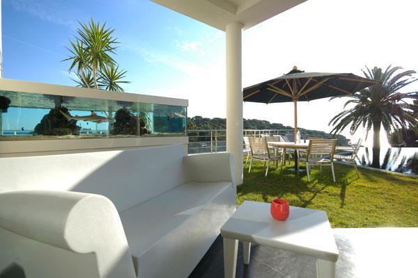 Terrasse ext rieur avec aquarium architectes cote dazur for Aquarium exterieur