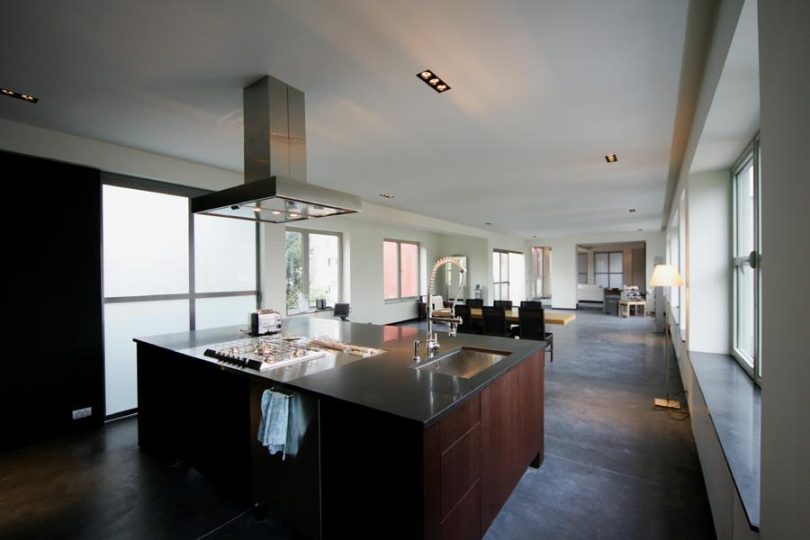 transformation d 39 un loft. Black Bedroom Furniture Sets. Home Design Ideas