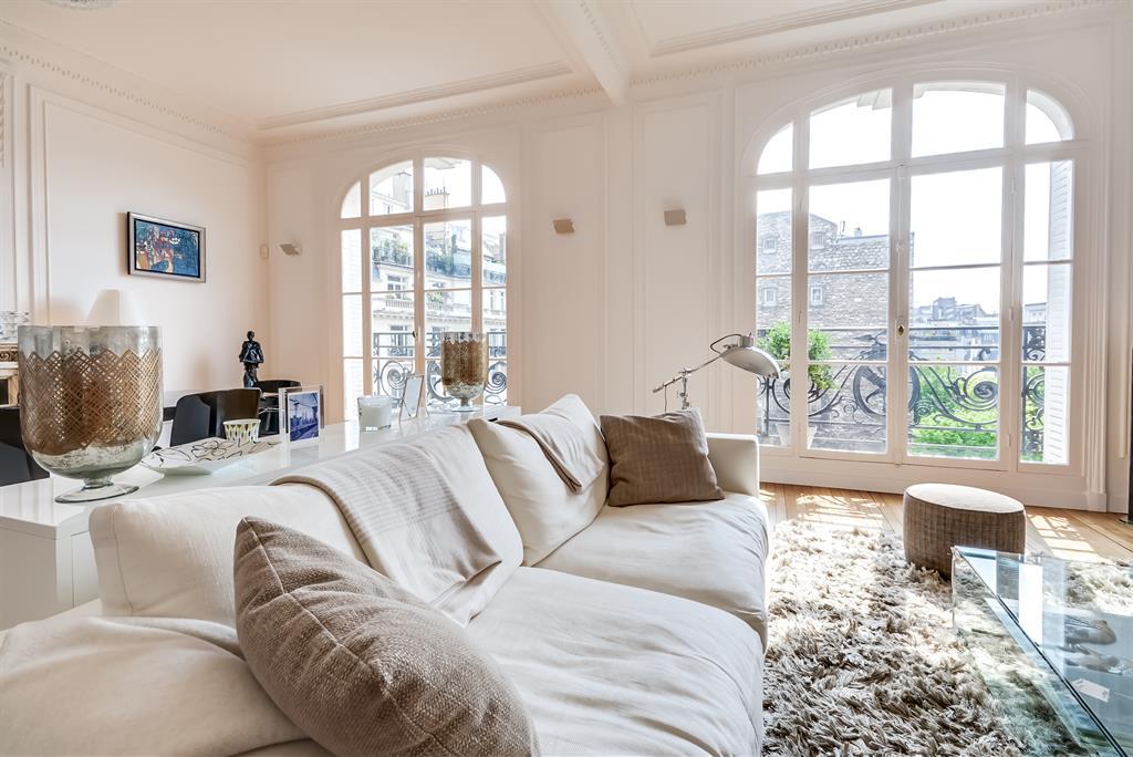 D coration douce dominante de blanc et de tons neutres - Decoration piece a vivre ...
