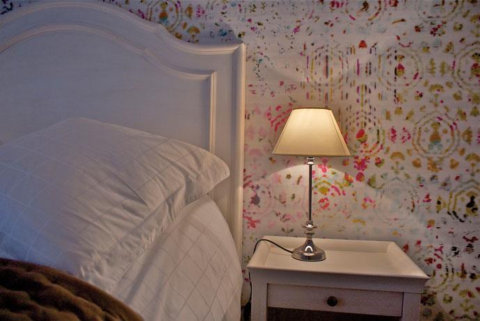 Papier peint motifs en t te de lit influences by c coataner - Papier peint chambre moderne ...