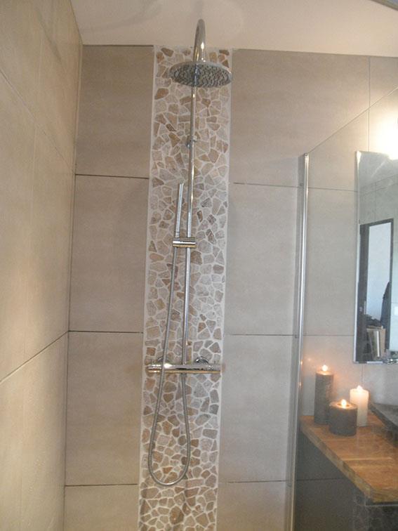 Chambre Taupe Et Turquoise : Salle De Bain Moderne Beige: Salle de bains beige moderne. Salle de …