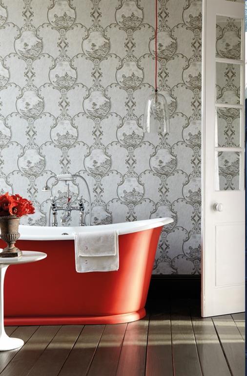 Papier peint gris motifs dans une salle de bain vintage - Papier peint dans salle de bain ...