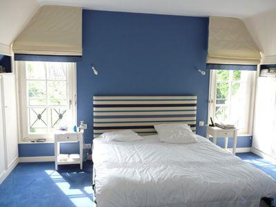 Chambre bleue sommeil heureux par agn s vermod - Couleur bleu chambre ...