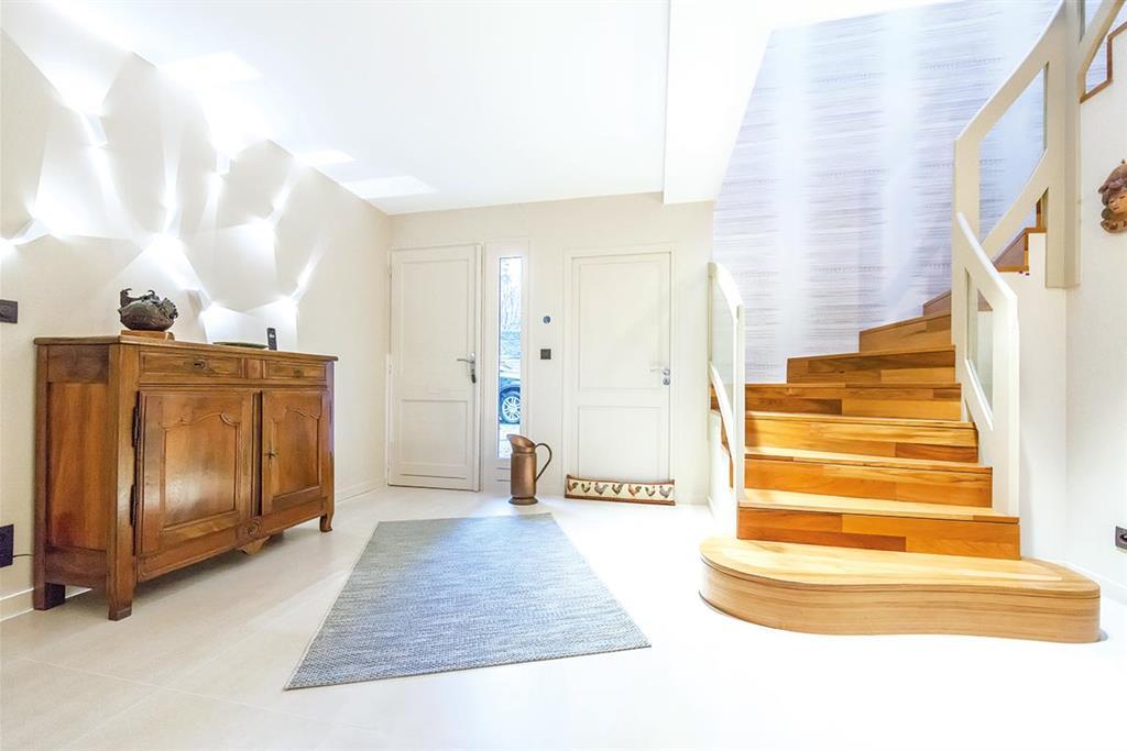 D coration d une maison la tour de sal - Entree de maison avec escalier ...