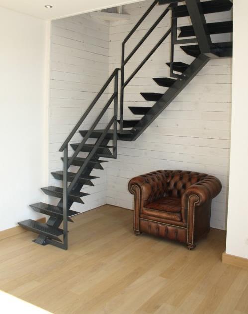 Eclairage Chambre Design : Image Escalier de style industriel en métal noir AI Concept