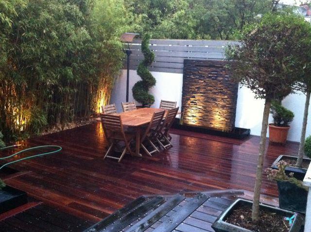 terrasse bois avec chute d 39 eau en pierre terre de paysage. Black Bedroom Furniture Sets. Home Design Ideas