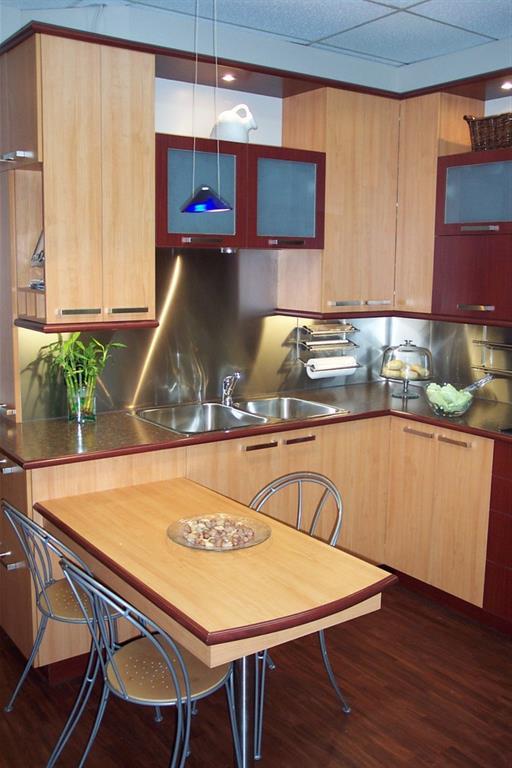 Cuisine moderne avec coin repas tr s pratique pictures to - Cuisine avec coin repas ...