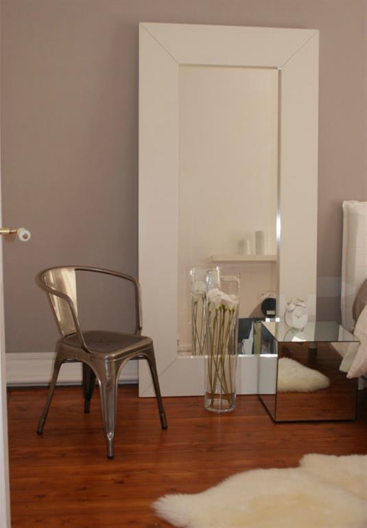 chambre de style haussmannien avec mur greige design d co. Black Bedroom Furniture Sets. Home Design Ideas