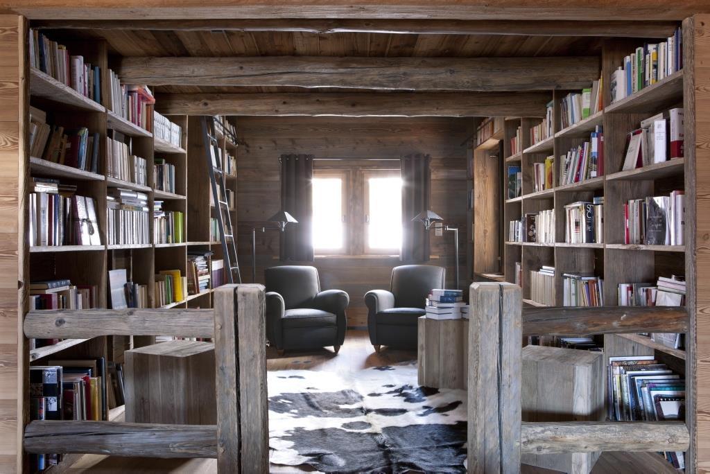 bibliothèque d'un chalet. Décoration d'intérieur by Chalets Bayrou