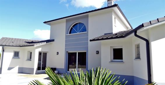 Facade maison grise et blanche – Resine de protection pour peinture