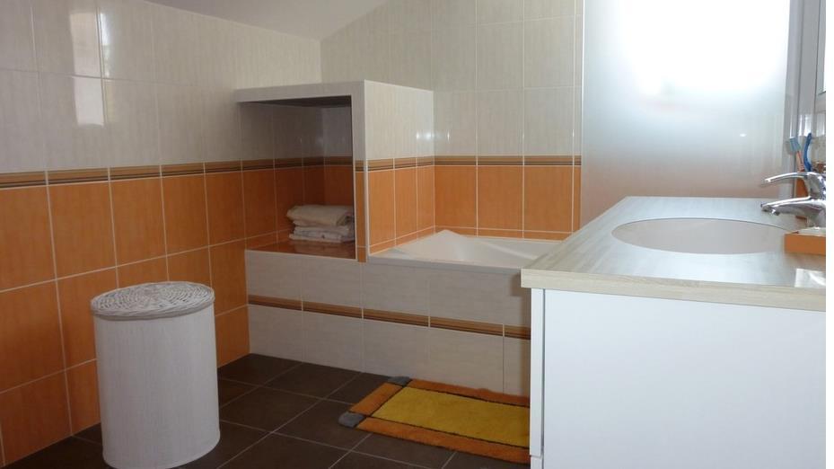 salle de bain ancienne jade or photo n 68 domozoom. Black Bedroom Furniture Sets. Home Design Ideas