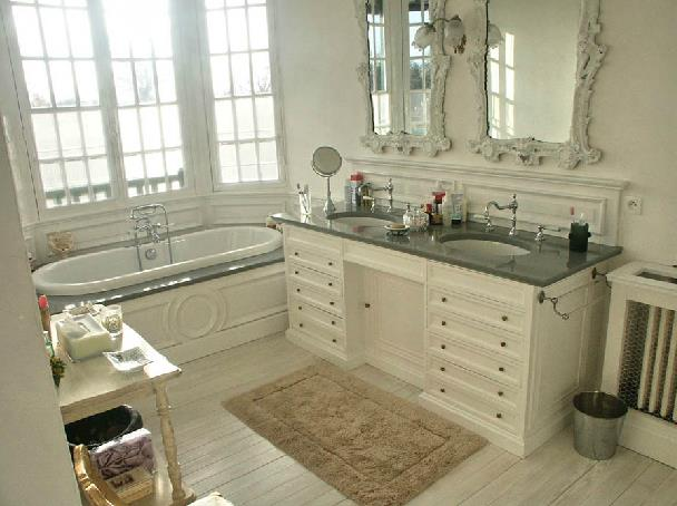Salle De Bain Retro Blanche : 796913-salle-de-bain-classique-salle-de-bain-dans.jpg