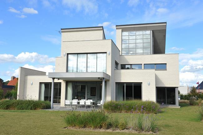 Maison en parements de briques l 39 architecture - Maison peinte en gris ...