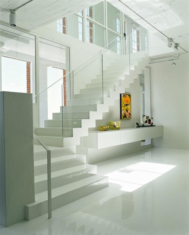 Escalier moderne quart tournant avec garde corps en verre et main coutante - Escalier beton moderne ...