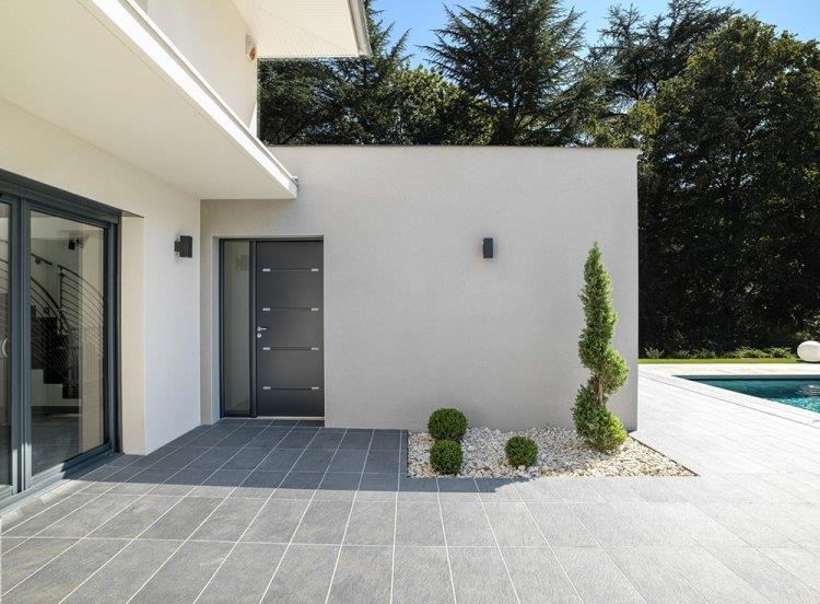 Terrasse d'une maison contemporaine à ossature bois