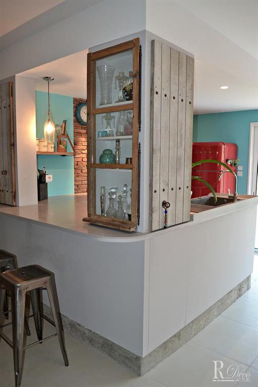 Petite cuisine semi ouverte avec placards sur mesure for Idee amenagement cuisine semi ouverte