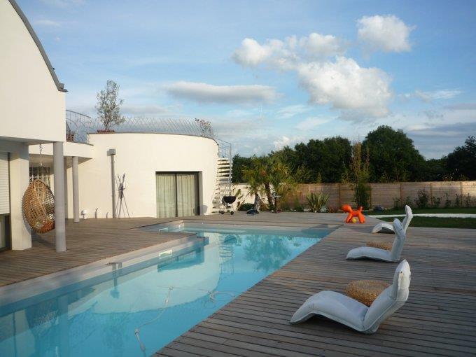 Terrasse piscine design images for Piscine bois design