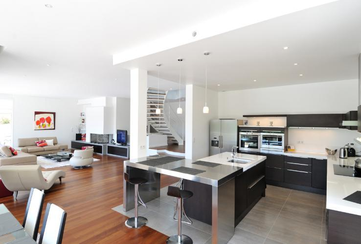 cuisine avec coin repas convivialit garantie par emmanuelle lartilleux. Black Bedroom Furniture Sets. Home Design Ideas