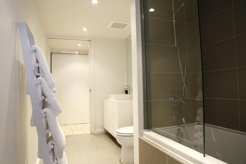 Chambre Avec Salle De Bain Et Toilette : 863034-salle-de-bain-moderne-salle-de-bain-avec.jpg